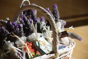 Homemade herbal gifts are a delightful way to share our love for everything herbal. Instead of joining the holiday shopping rush, we can take the time to slow down and enjoy the creative process of making simple gifts for those we love. Homemade herbal gifts for friends and family are a great way to spread love and good health. Enjoy this list of 20 inspiring ideas for the holidays.